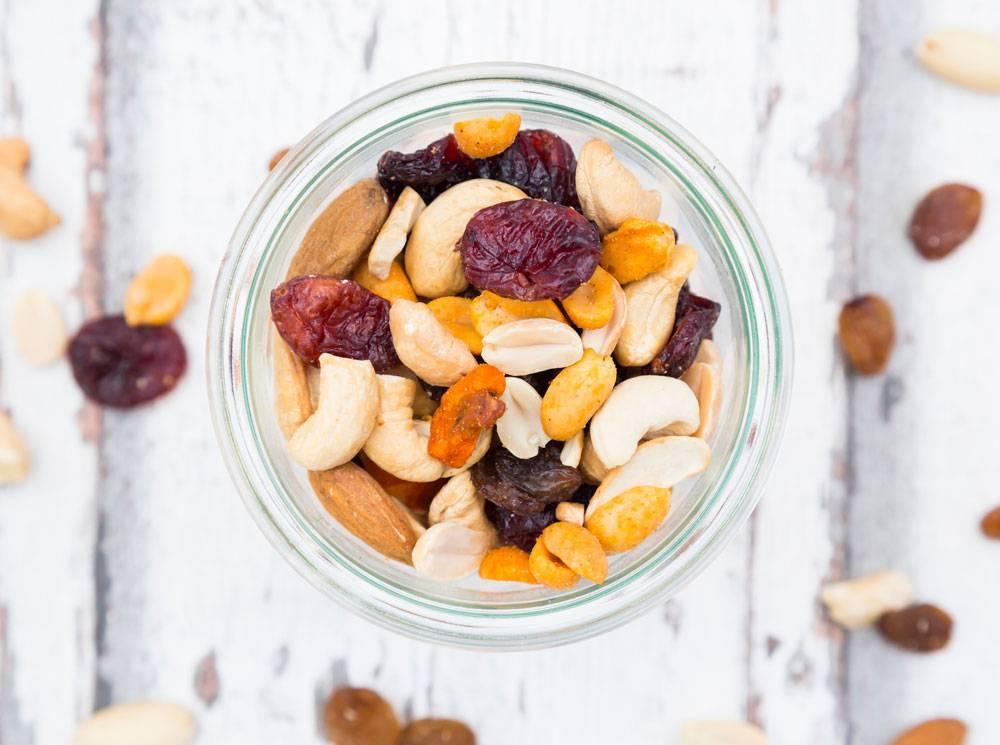 Сколько арахиса можно съедать в день: норма для взрослых и детей