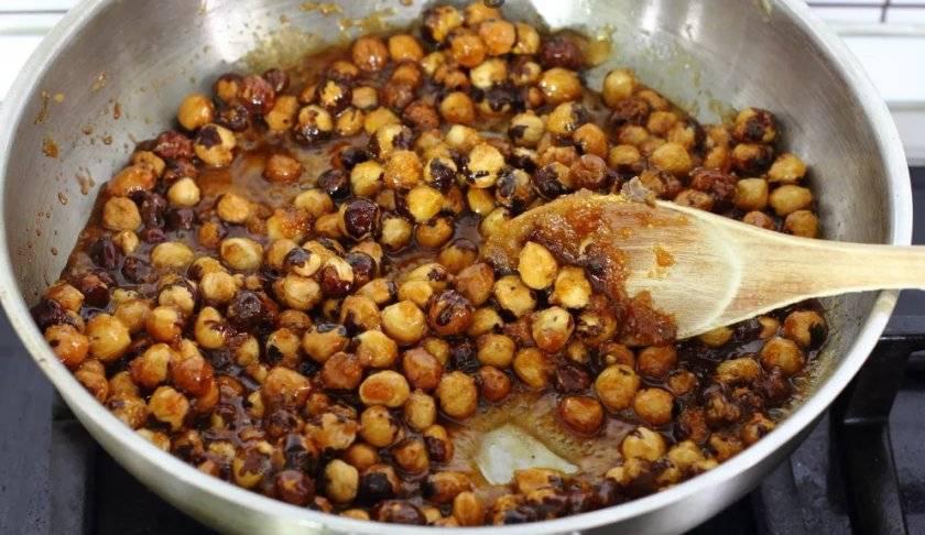Как пожарить орехи на сковороде или в духовке