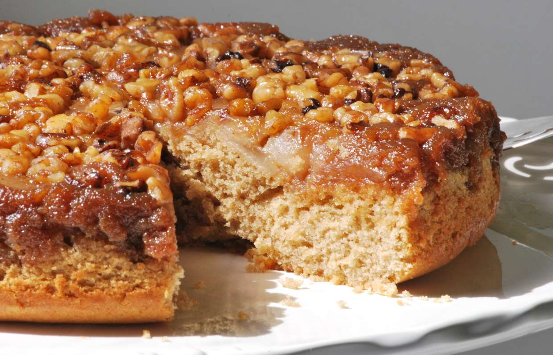 Пирог с яблоками и с грецкими орехами