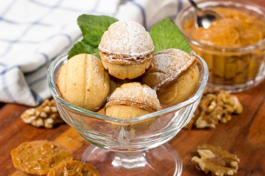 Песочный пирог с орехами и сгущёнкой - 11 пошаговых фото в рецепте