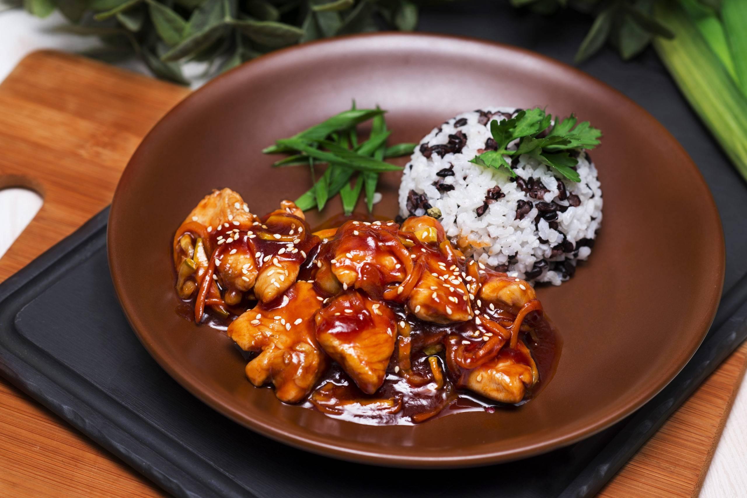 Курица с арахисом: по-китайски, в соусе терияке