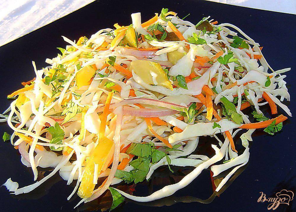 Салат из свежей капусты и соленых огурцов - 7 пошаговых фото в рецепте