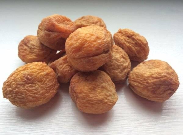 Сушеный абрикос — как называются виды, польза и вред