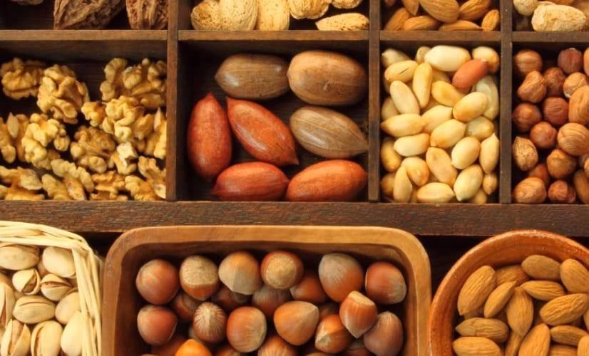 Сбалансированное питание при гастрите: какие вещества содержат кедровые орехи, можно ли их есть и как выбрать?