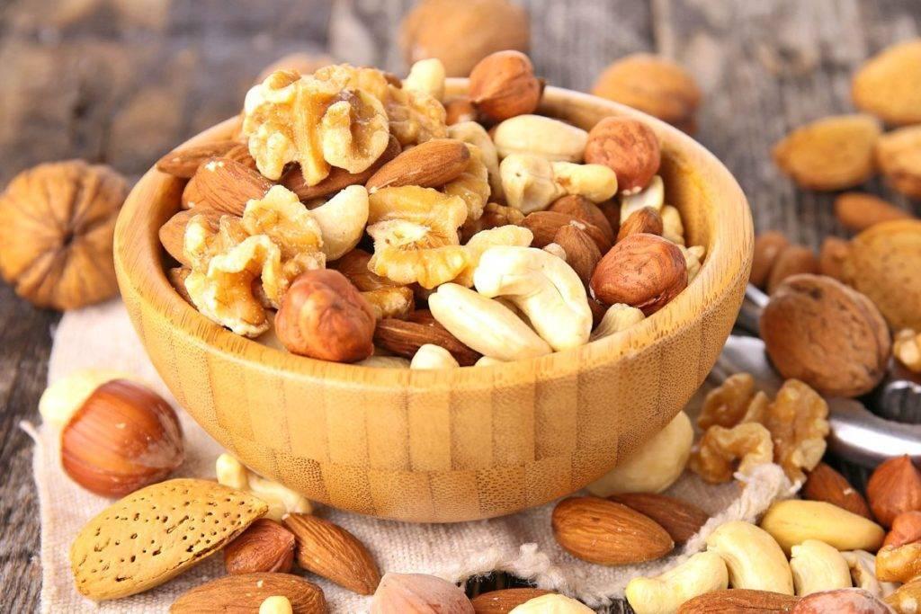 Какие орехи полезнее кушать сырые или жаренные? | польза и вред