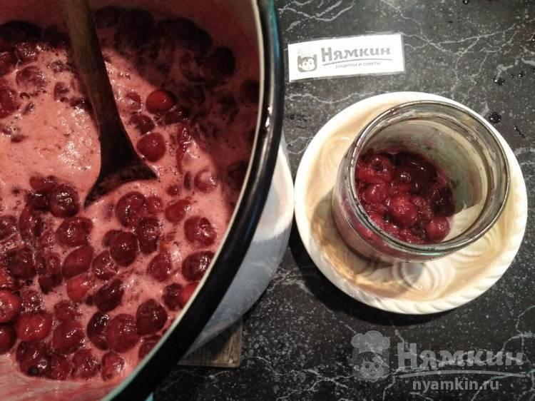 Аппетитная вишня в собственном соку: вкуснейшие рецепты на зиму