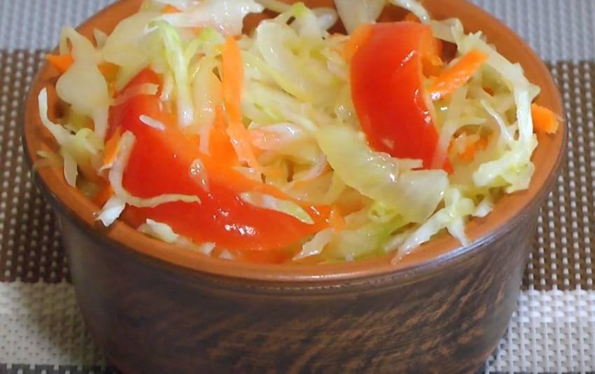 Салат на зиму из капусты с перцем и морковью быстрого приготовления