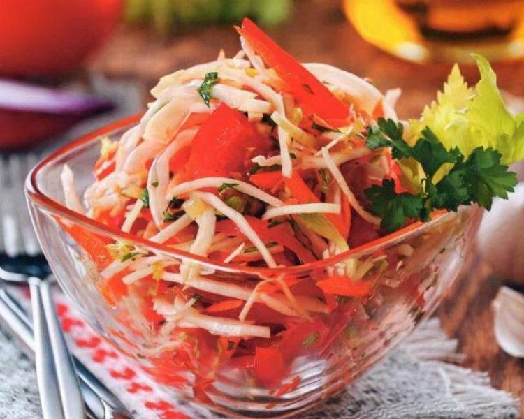Салат с капустой и помидорами. 8 рецептов свежих весенних салатов из овощей