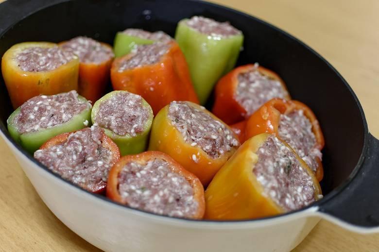 Голубцы овощные в кастрюле с рисом, морковью и томатом рецепт с фото пошагово - 1000.menu