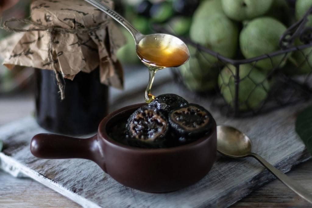 Варенье с грецкими орехами из ягод и фруктов: рецепты, фото