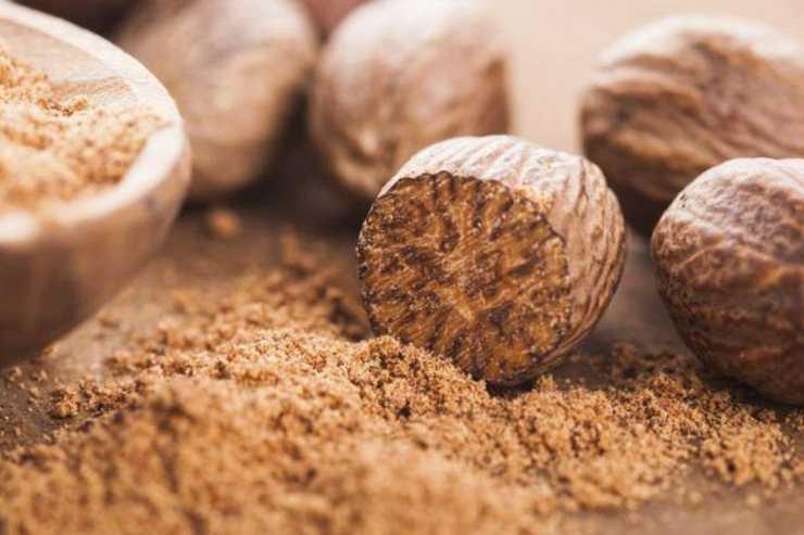 Полезное эфирное масло мускатного ореха: свойства, получение и применение
