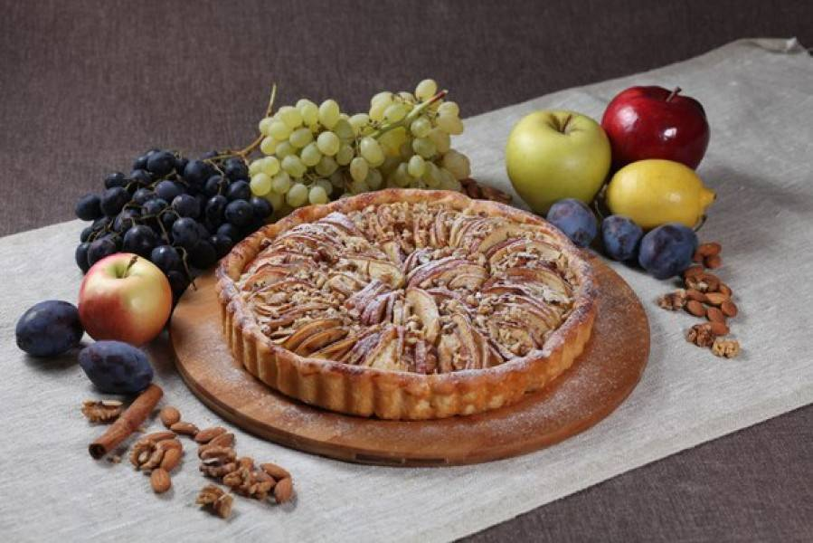 Пирог с тёртыми яблоками и орешками – кулинарный рецепт