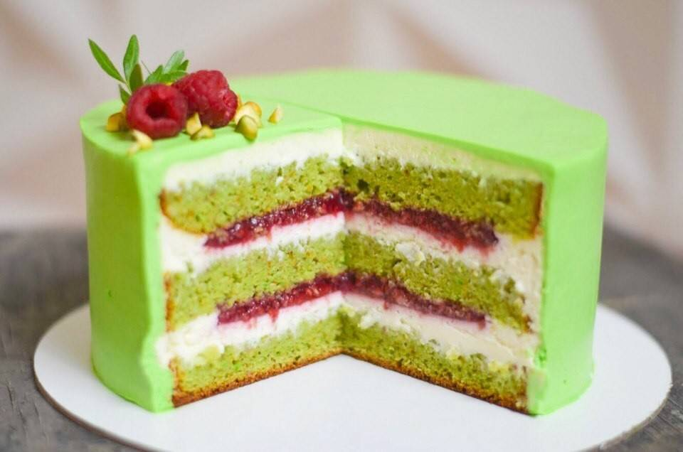 """Торт """"фисташка-малина"""": ингредиенты, рецепт с фото, особенности приготовления"""