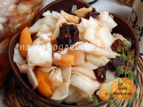 Салаты с черносливом - 20 простых и вкусных рецептов