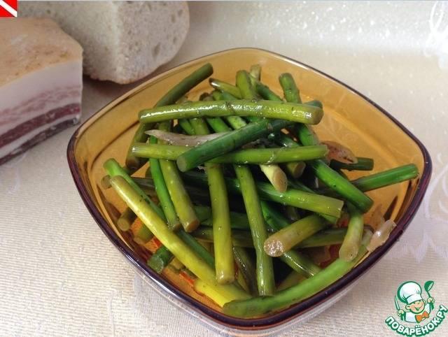 Маринованные стрелки чеснока – простые пошаговые рецепты быстрого приготовления