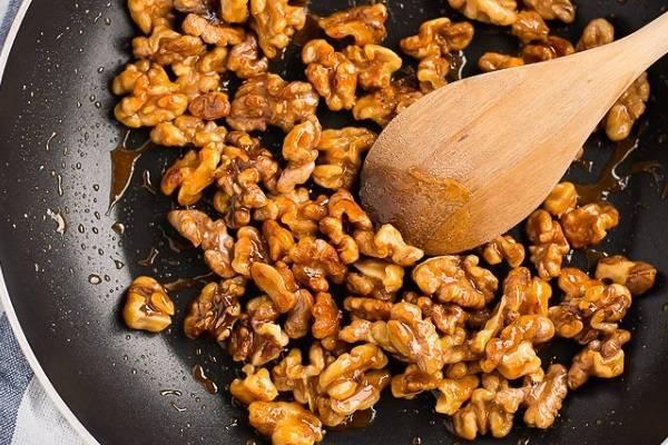 Жарим грецкие орехи правильно