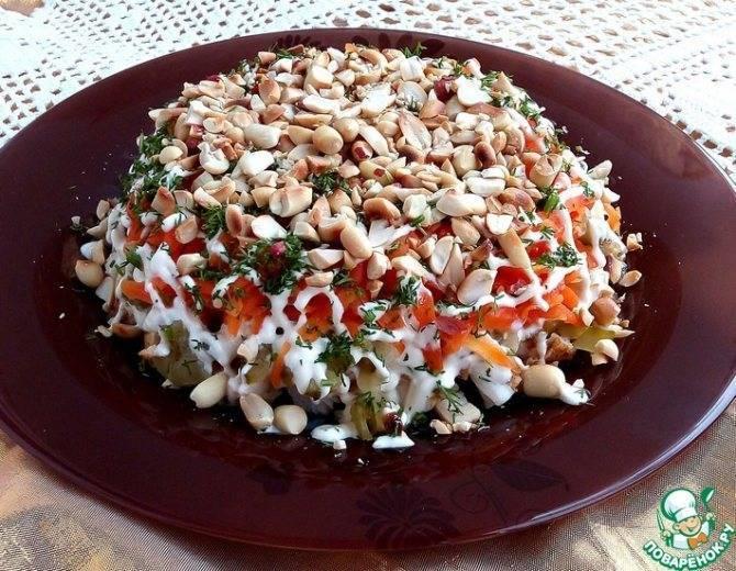 Салат простой с соленым арахисом рецепт с фото пошагово - 1000.menu