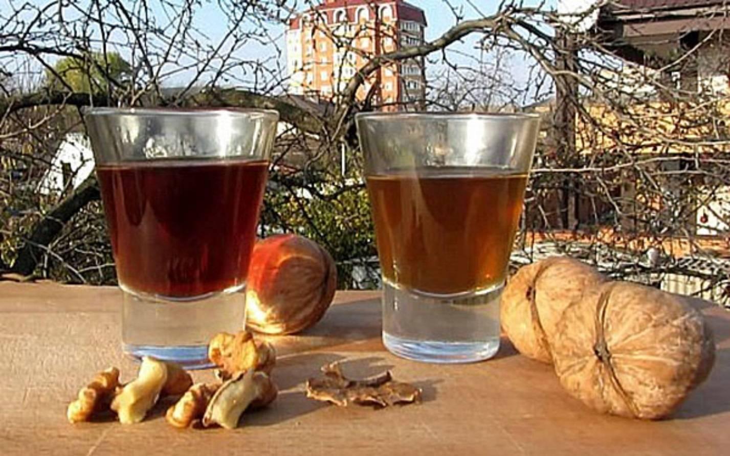 Настойки из грецких орехов на самогоне: простые рецепты для здоровья и долголетия