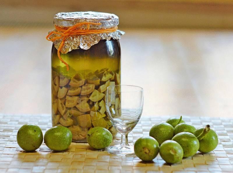 Настойка на грецких орехах: на водке, на спирту, на самогоне, с медом