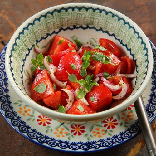 Салаты из помидоров на зиму «пальчики оближешь»: 12 простых и вкусных рецептов