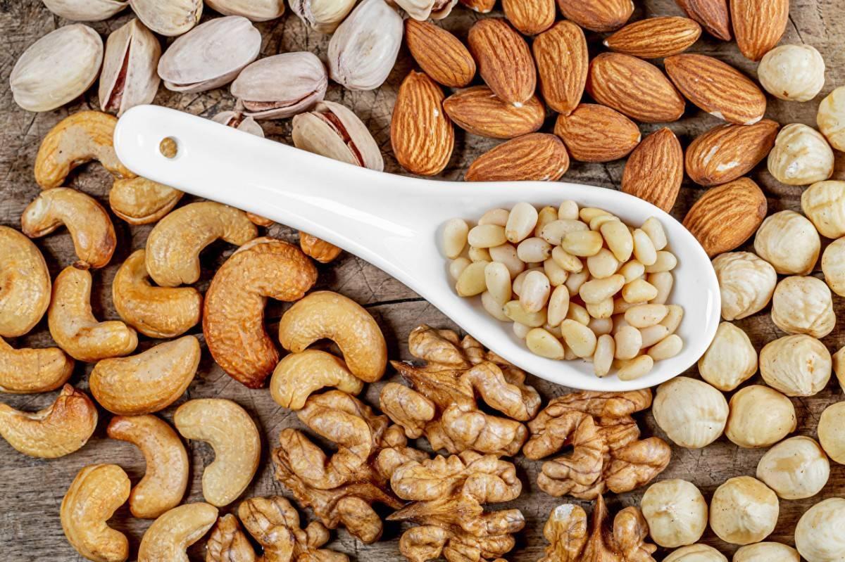Миндаль или грецкий орех — что более полезно? | польза и вред