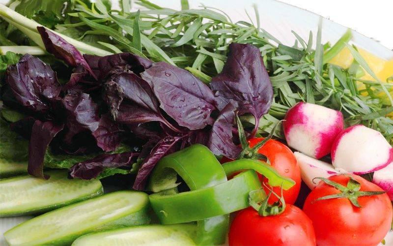 """Салат """"петрушка"""" с помидорами, луком и зеленью на зиму"""