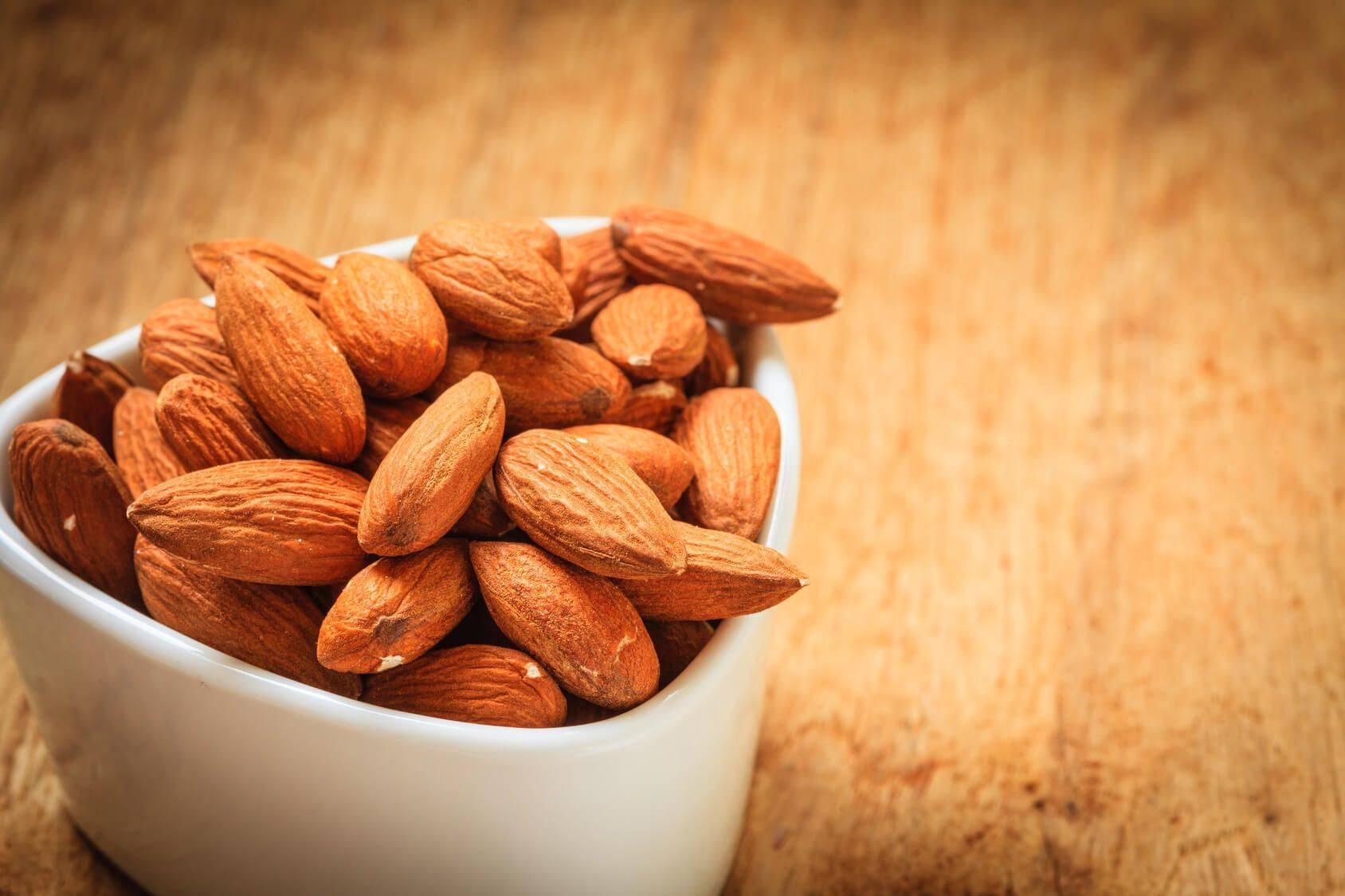Полезные свойства миндаля, противопоказания и калорийность