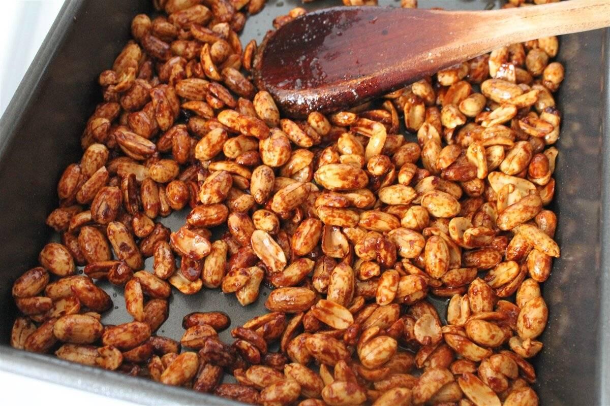 Как жарить арахис на сковороде в шелухе с солью