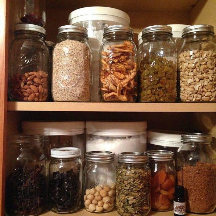 Хранение миндаля: чем обрабатывается орех, как правильно это сделать, а также сколько составляет срок годности свежих молодых и очищенных плодов в домашних условиях?