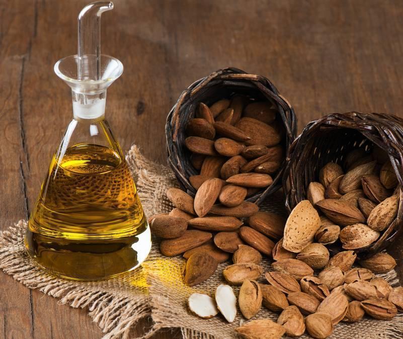 Миндальное масло для лица: польза и вред, способы применения в домашних условиях, а также чем именно полезно косметическое средство?