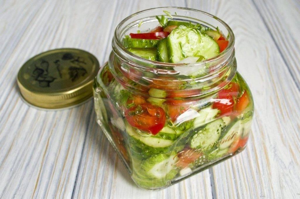 Закатывать салаты из огурцов с помидорами