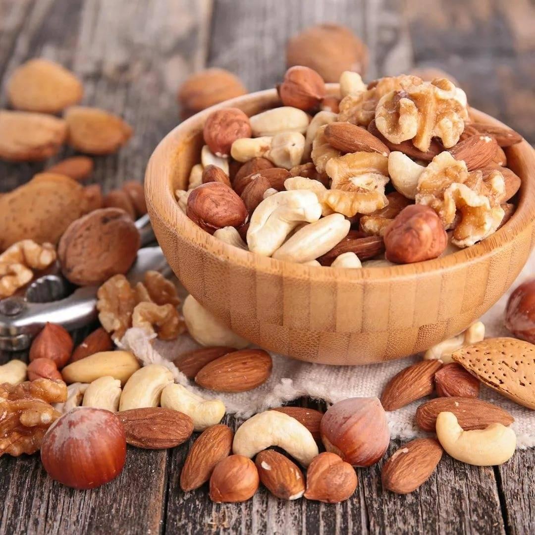 Самые полезные орехи для женщин: какими свойствами обладают разные виды орехов, чем полезны после 40 лет, есть ли противопоказания и ограничения