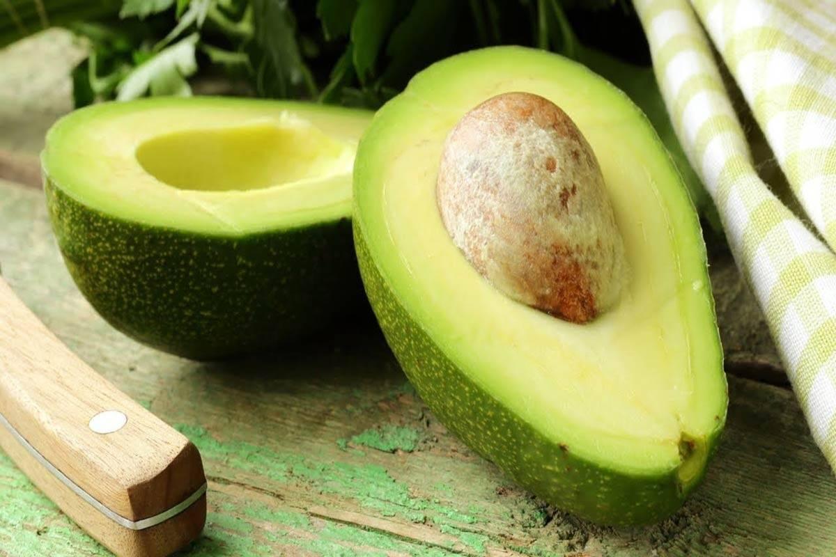 Косточка авокадо: съедобна или нет, полезные свойства, как использовать в домашних условиях, применение для женщин, противопоказания