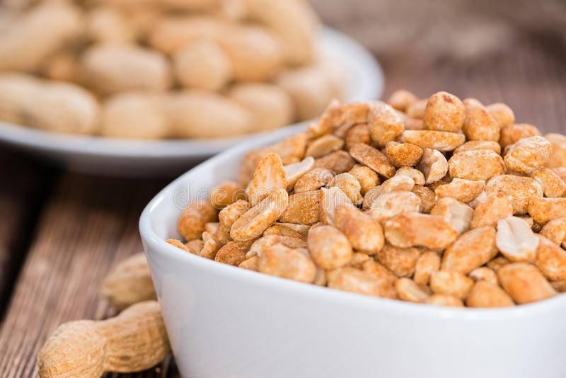 Как очистить арахис от шелухи и хранить его правильно