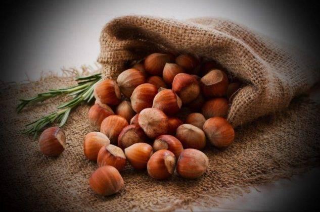 К чему снятся орехи: толкование по сонникам