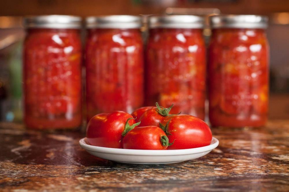 Помидоры без кожицы на зиму без рассола. малосольные консервированные томаты. видео, как приготовить помидоры в собственном соку на зиму без кожуры
