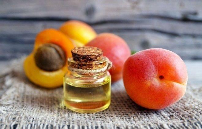 Объясняем, как правильно закапывать абрикосовое масло в нос