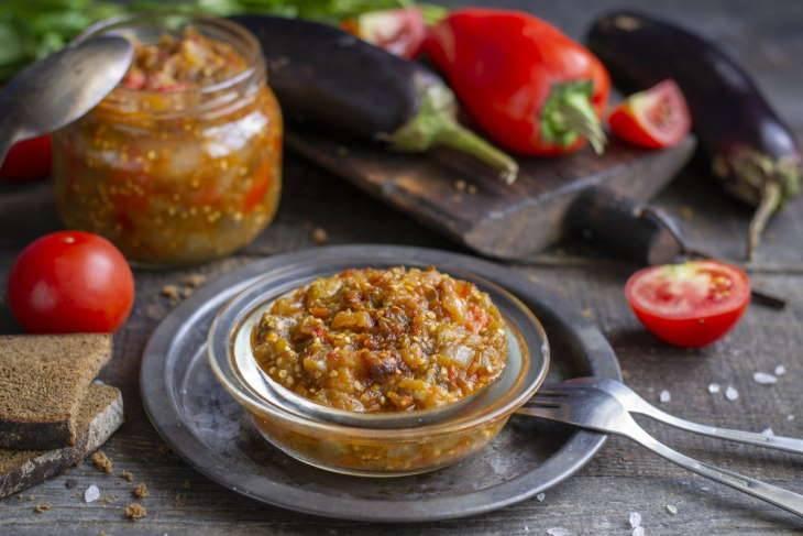 Икра из болгарского перца, баклажан и яблок рецепт с фото пошагово - 1000.menu