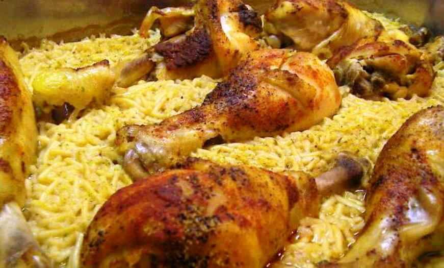 Два в одном: и мясо, и плов! Сочные куриные голени с рисом в духовке — вкуснота!