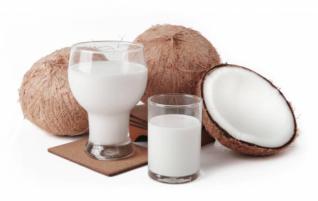 Кокосовое молоко: польза и вред для здоровья
