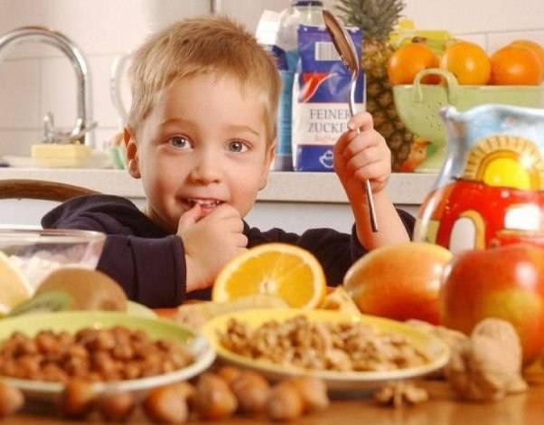 С какого возраста можно миндальное молоко детям: когда давать в первый раз, много ли, как часто, что приготовить из продукта?