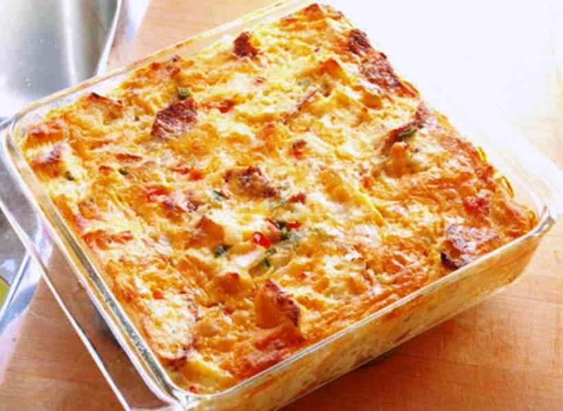 Запеканка из картофеля и черствого хлеба — дешевый и вкусный ужин для большой семьи