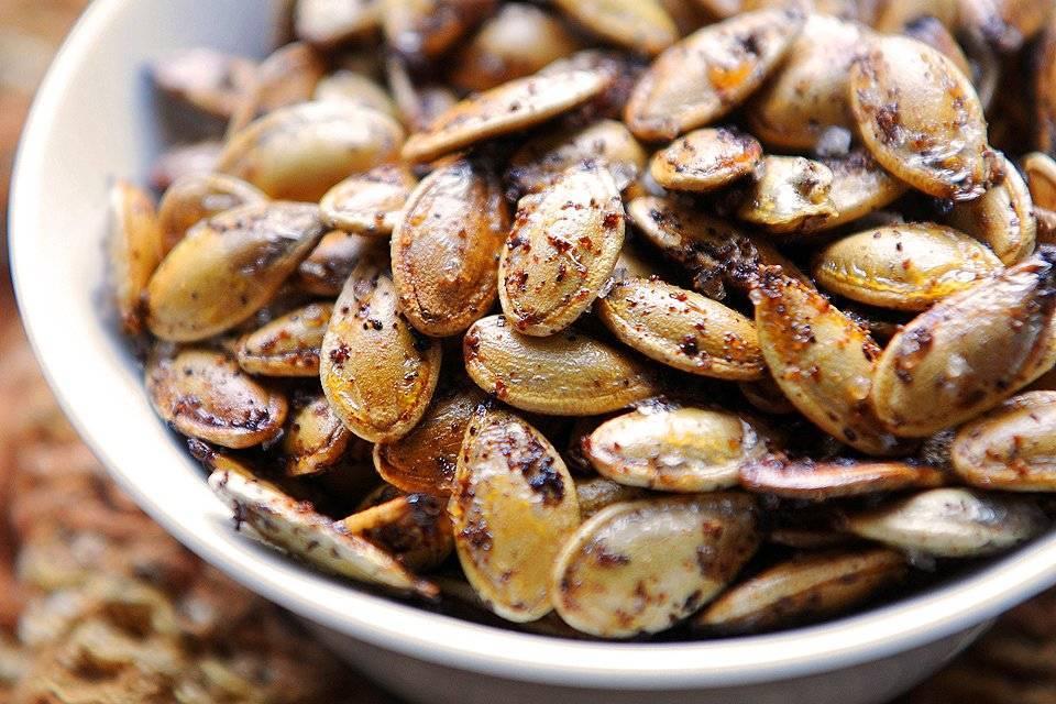 Как жарить семечки: правила приготовления на сковороде, в духовке или свч.