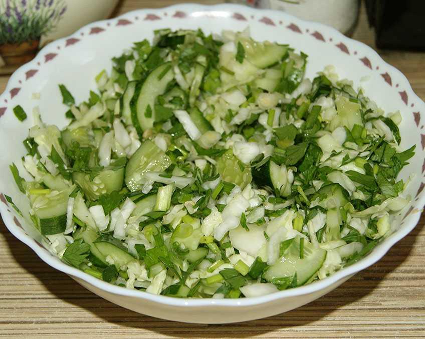 Весенний салат из капусты с огурцом, как приготовить вкусно и быстро