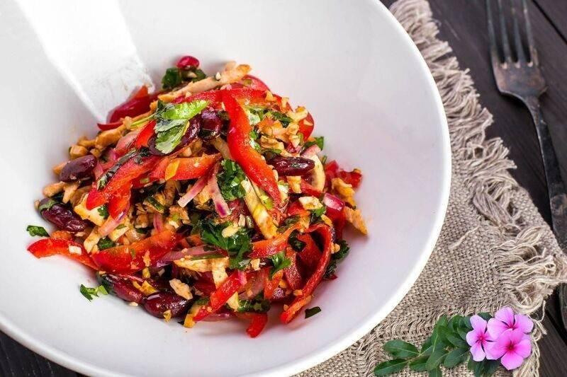Салат из фасоли с сухариками: 5 очень вкусных рецептов с фото