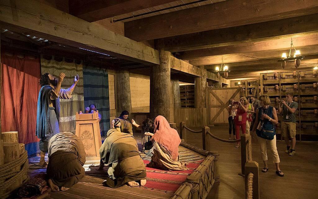 Сколько лет строил ной ковчег?