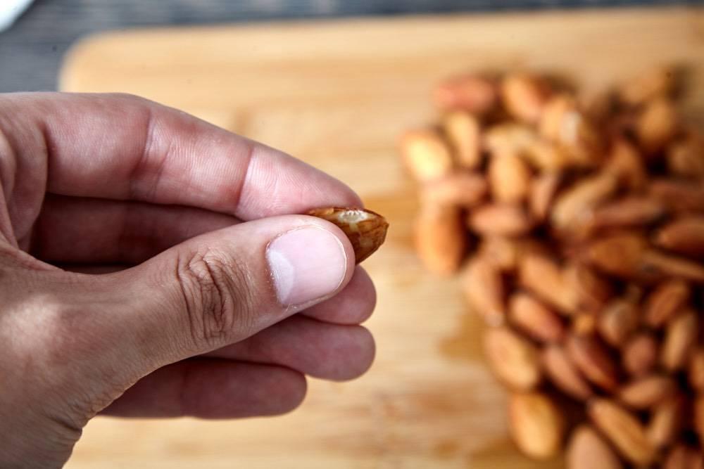 Как быстро очистить арахис от шелухи в домашних условиях