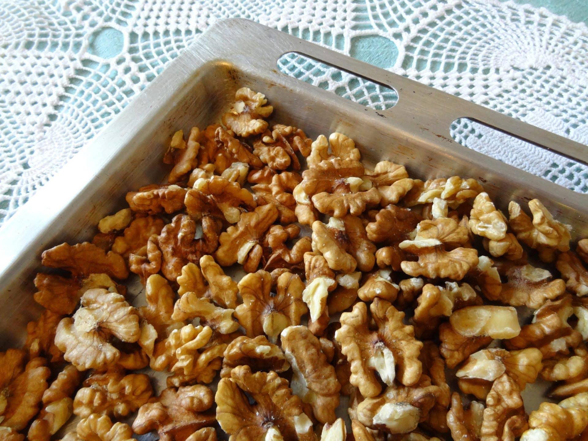 Как жарить кешью на сковороде, в духовке и микроволновке, полезен ли жареный орех