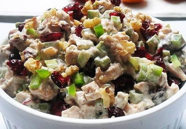 Салат с черносливом и куриной грудкой