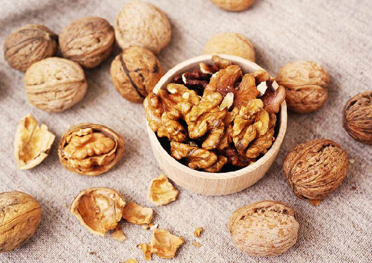 Грецкие орехи при геморрое: можно ли есть и 4 способа как применять, отзывы